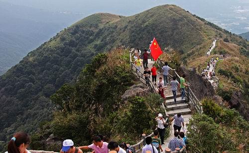 简介大屏嶂森林公园位于东莞市东南部,跨塘厦,黄江两镇,总面积26