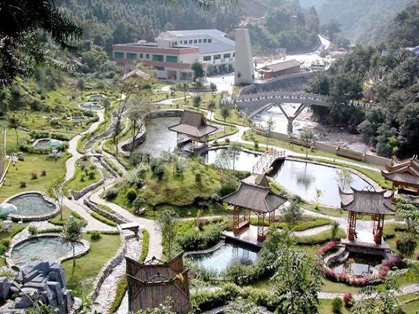 位于清远市阳山县秤架瑶族乡境内,是广东第一峰旅游风景区的旅游度假