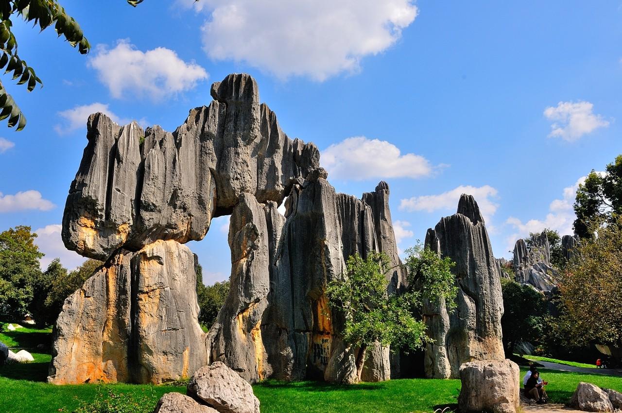 游客拍摄于九乡风景区     5第五天:石林县城-昆明     住:昆明