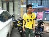 bob娱乐下载地址这名男子火了!竟然骑无牌摩托车挑衅交警?