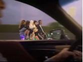 bob娱乐下载地址又一靓仔开摩托载4女生,看到他的车,我认输了...